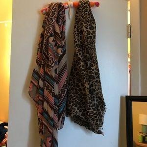 bundle of 2 scarves - leopard print